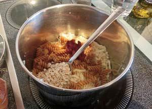 Zubereitung Pastinake mit Vollkornnudeln in Tomatensoße